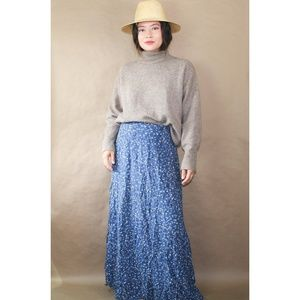 (292) vtg 90s blue floral canada maxi skirt